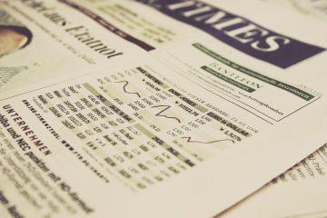 Bild einer Zeitung mit Aktien-Diagrammen