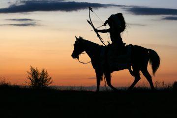 Bild eines Indianers auf einem Pferd