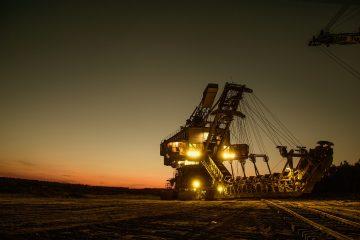 Bild einer Minenmaschine bei Nacht