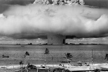 Schwarz/Weiß Bild einer nuklearen Exposition